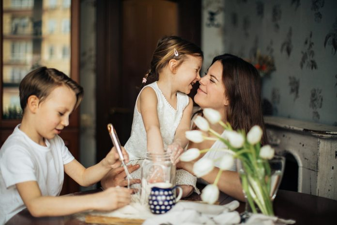 DIFFERENT WAYS TO MAKE MOM-TO-BE SMILE